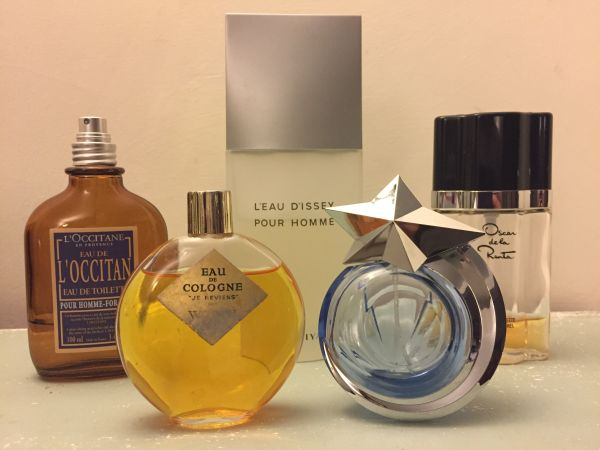 How to Remove Perfume Smell from Clothes Without Washing Them: A fragrance selection